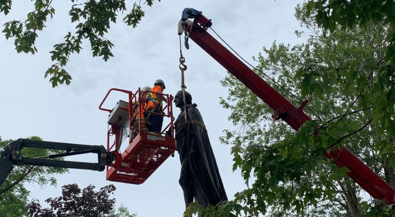 Sir John A. Macdonald statue in Kingston, Ont. comes down 1
