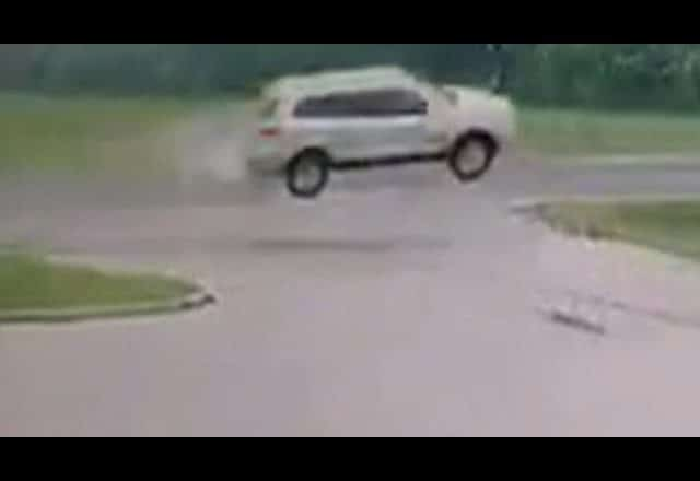 Caught on camera: Vehicle in St. Thomas, Ont. goes airborne 1