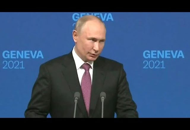 Putin chuckles, deflects when asked about Navalny 1