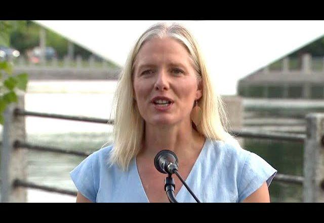 Watch Catherine McKenna announce her retirement from politics 1