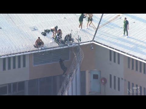 Prisoners seen on roof of Australian prison amid fire 1