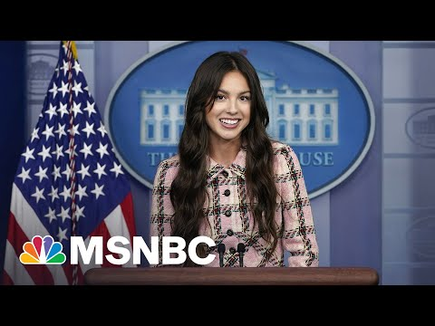 Olivia Rodrigo Makes A Surprise Appearance At White House Press Briefing 4