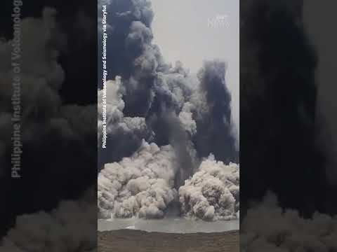 Watch the moment a volcano erupts in the Philippines #shorts 2