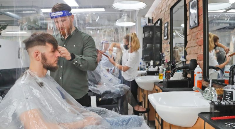 Ontarians rush to get haircuts as the province enters Stage 2 2