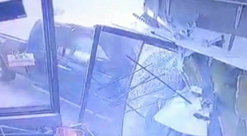 Caught on camera: Pickup truck crashes into Ont. storefront 1