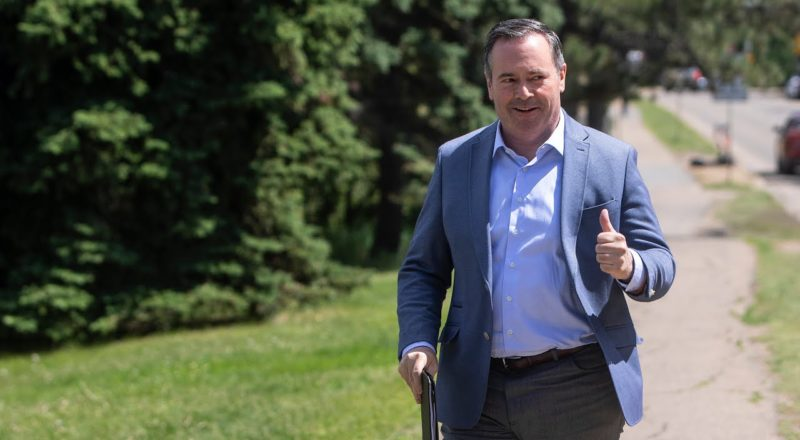 Kenney government trying to cut the pay of Alberta nurses | COVID-19 in Canada 1