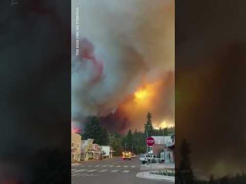 New video shows massive Dixie wildfire moments before it destroys Greenville, Calif. #shorts 4