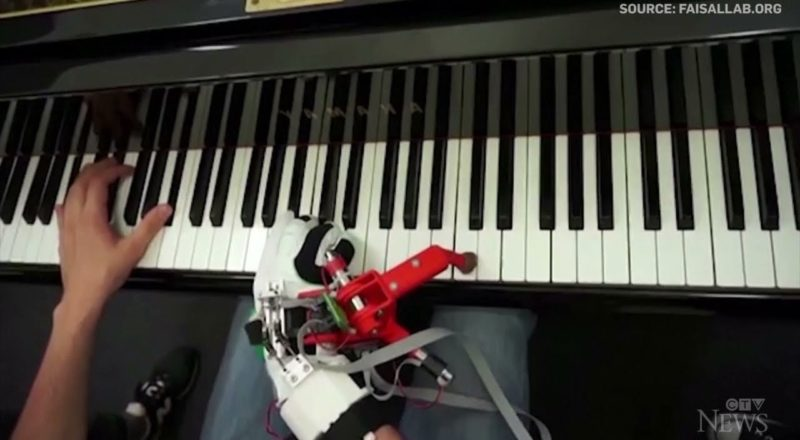 Pianists in study incorporate robotic 'thumb' with ease 3