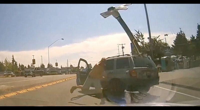 Enraged motorist hurls hammer through someone else's windshield | Road rage caught on camera 1