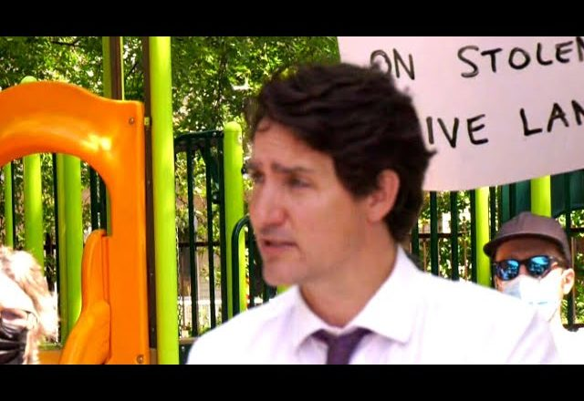 Trudeau says he's looking into mandatory vaccinations for federal workers 1