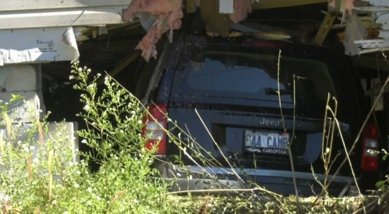Jeep smashes into Ont. home, narrowly missing residents 1