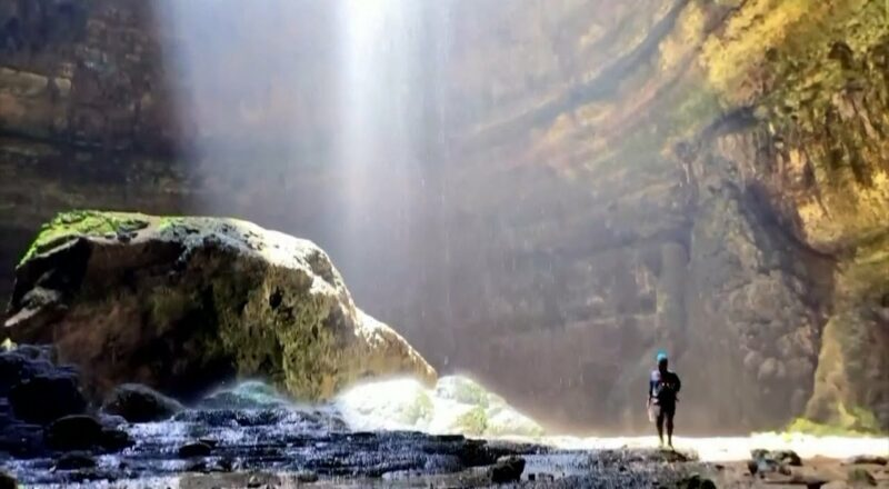 Cavers are exploring this 'mystic' sinkhole in Yemen called the 'Well of Hell' 1