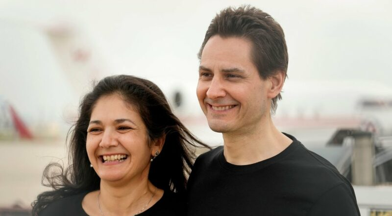 Michael Kovrig reunites with family in Toronto 4