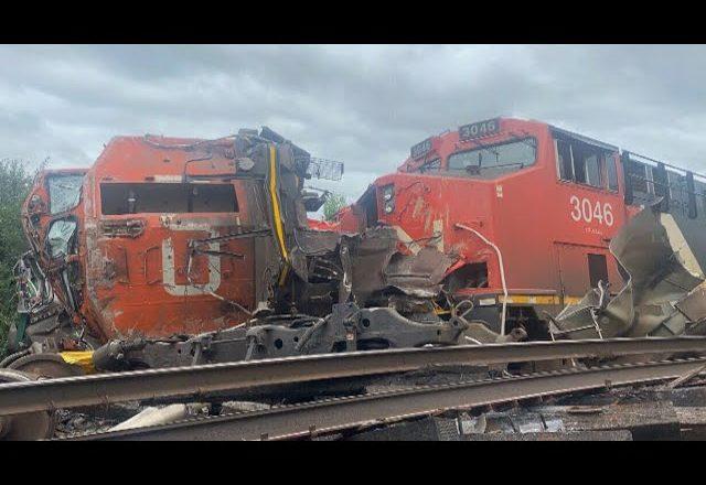 Massive head-on collision between freight trains in Prescott, Ont. 1