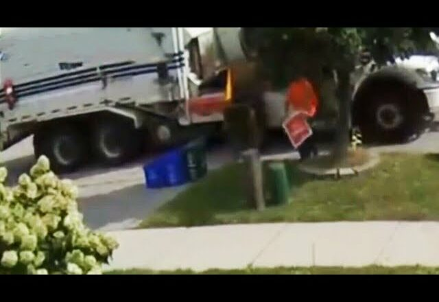 Sanitation worker in Ont. fired after trashing Liberal campaign sign 1