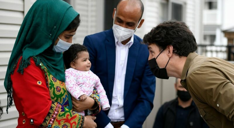 Trudeau greets Afghan family ahead of Thanksgiving 1
