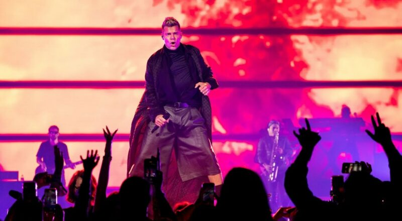 Bell Centre hosts first at-capacity concert since 2020 1