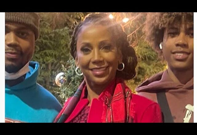 Actor Holly Robinson Peete says sons denied boarding at Vancouver airport 1